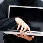 Проник в чужой дом и украл ноутбук: вора задержали по горячим следам