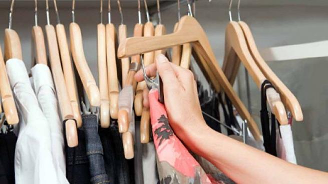 Три малолетние подружки в Рыбнице попытались уйти из магазина в краденных вещах