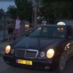 """В Кишинёве случилась авария с участием такси: водитель пытался объехать """"лежачего полицейского"""" (ВИДЕО)"""