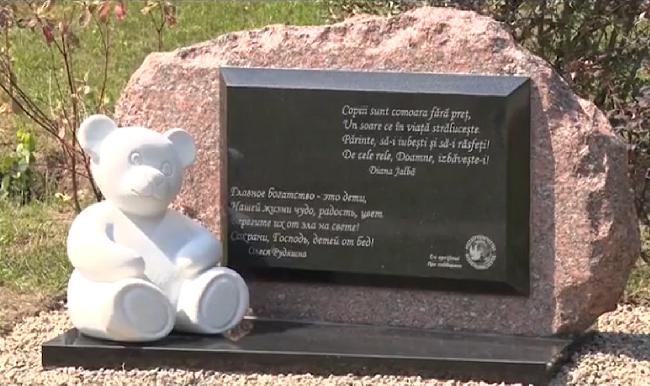 В Кишинёве установили памятник, посвящённый защите семьи и детства (ВИДЕО)