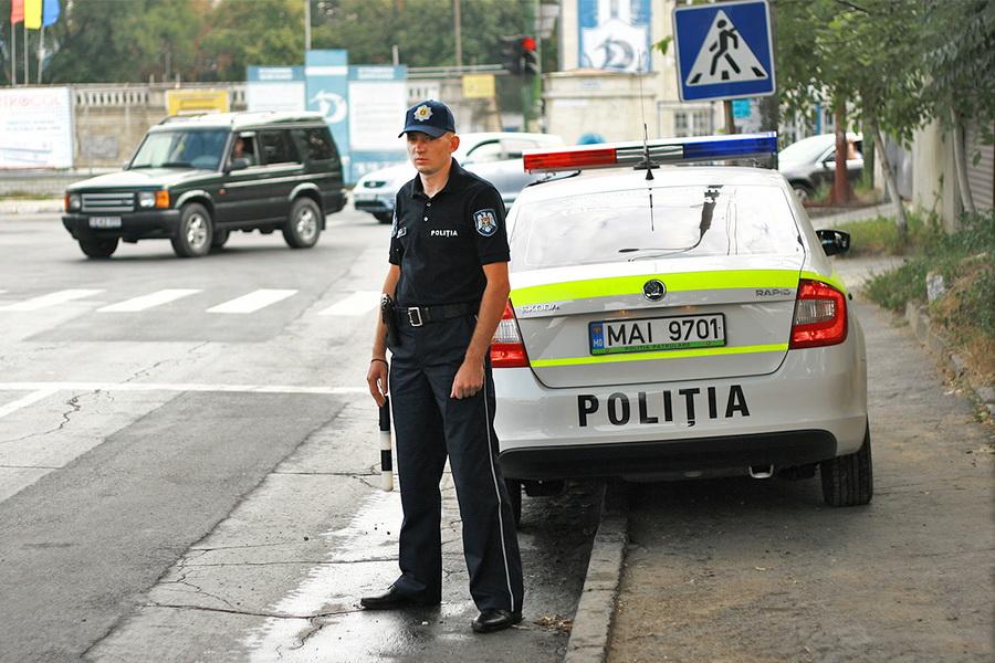 """Операция """"Проблесковый маячок"""": более 80 водителей не уступили дорогу спецавтомобилям (ВИДЕО)"""