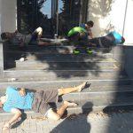 """Кошмар в центре столицы: 5 наркоманов отходили от """"кайфа"""" на глазах у прохожих (ФОТО)"""