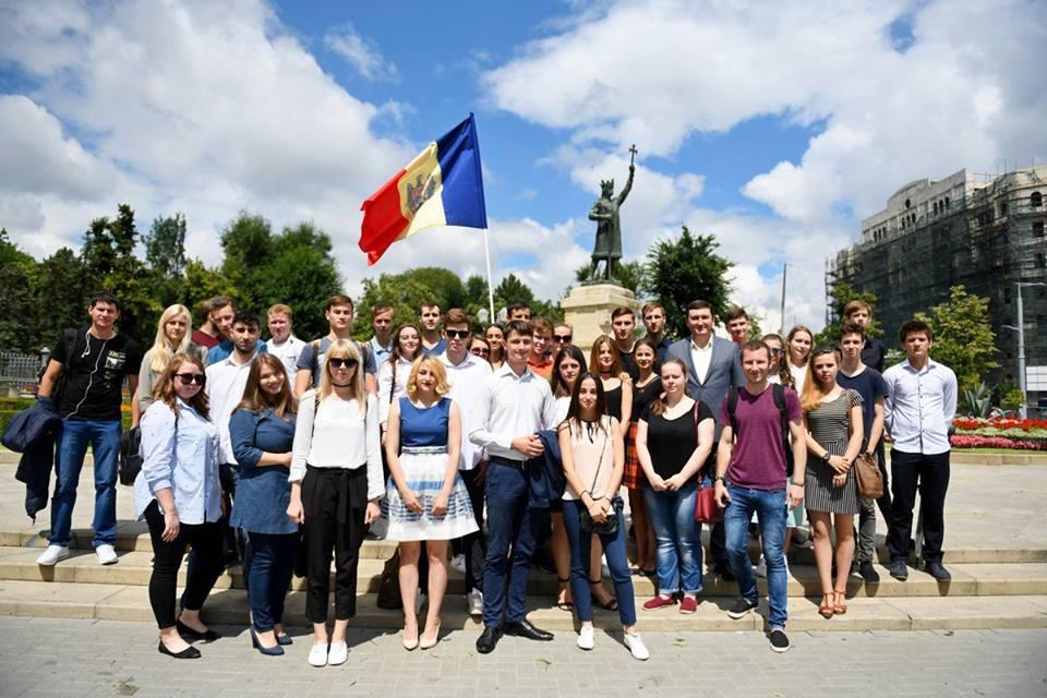 Социалисты возложили цветы к памятнику Штефану чел Маре в годовщину его канонизации (ФОТО)