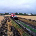 В Приднестровье автомобиль увяз в грязи на проселочной дороге (ФОТО)