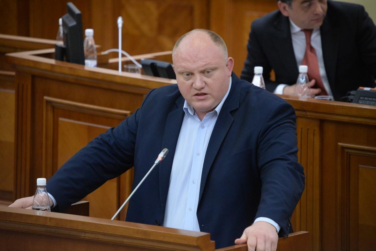 Социалисты предложили вместе с украденным у президента законопроектом рассмотреть и сам оригинал (ВИДЕО)