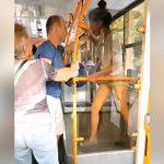 Безобразный скандал с рукоприкладством в столичном троллейбусе был снят на видео