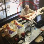 Полиция ищет мужчину, стащившего телефон с террасы в Кишиневе (ВИДЕО)