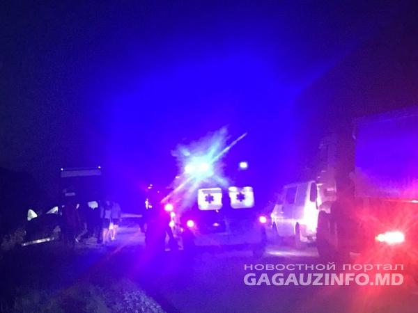 Трактор и легковушка столкнулись в Конгазе: водитель машины госпитализирована