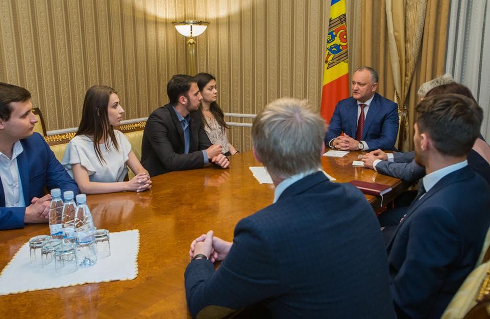 15 учеников и студентов получат стипендию Президента РМ