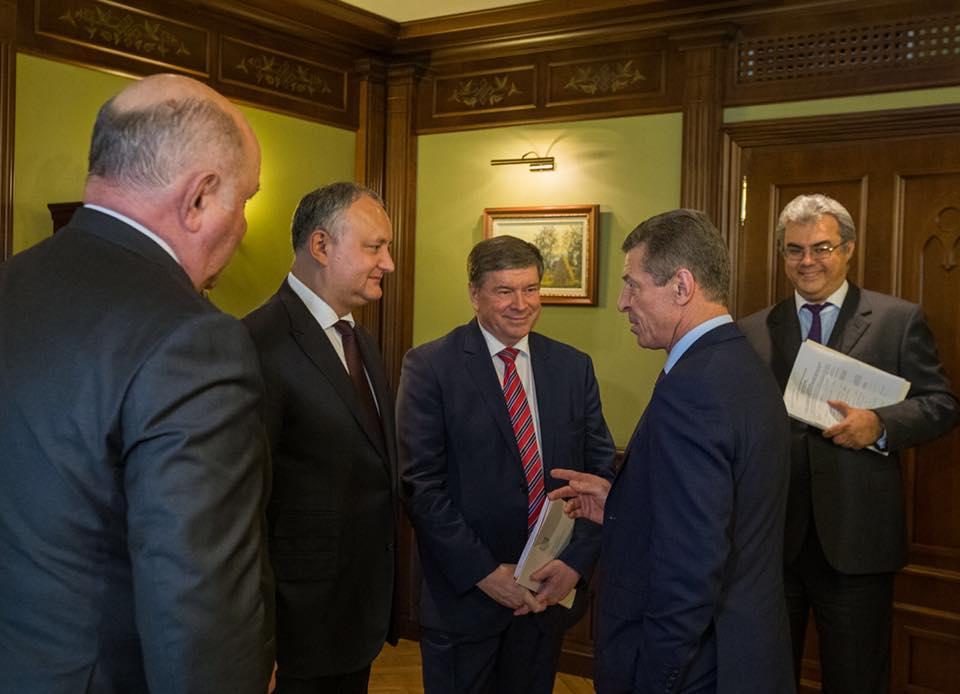 Додон встретился с Козаком в Москве (ФОТО)