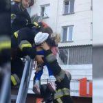 В Кишинёве горе-родители заперли 4-летнего ребёнка одного дома: соседям и спасателям удалось уберечь малышку (ВИДЕО)