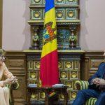 Глава государства наградил завершающую мандат посла Германии в Молдове