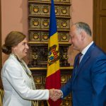 Додон присвоил Орден Почета послу Швеции в Молдове