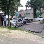 Авария с участием двух легковушек произошла этим утром в столице (ФОТО)