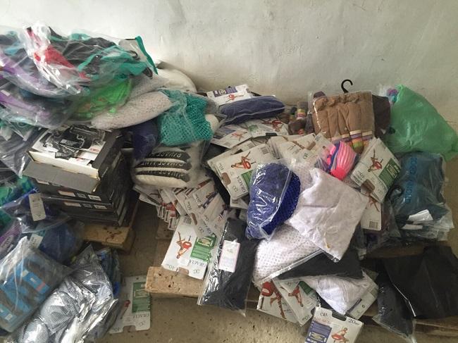 Контрабандные одежда и оружие на 98 тысяч леев были обнаружены на границе Молдовы (ФОТО, ВИДЕО)