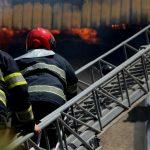Паника на Чеканах: в многоэтажке загорелась квартира, людей пришлось эвакуировать (ВИДЕО)