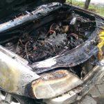 В центре Кишинёва загорелась Dacia: от машины почти ничего не осталось (ФОТО, ВИДЕО)