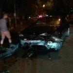 Ночное ДТП в центре столицы: машина влетела в дерево (ВИДЕО)