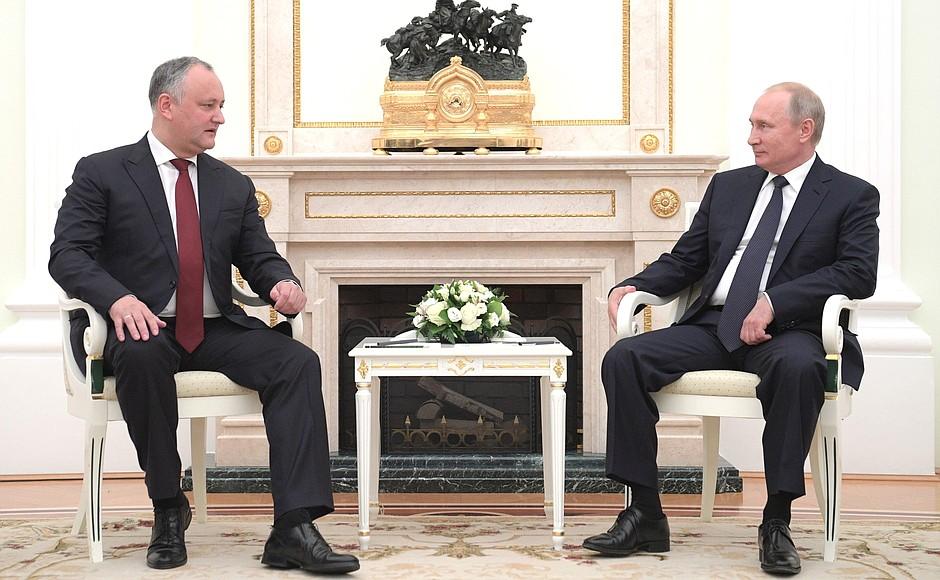 Путин поприветствовал усилия Додона для нормализации молдо-российских отношений