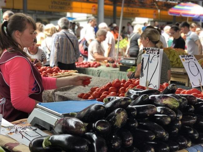 Помидоры по 13 леев, а малина по 15: цены на Центральном рынке всё ниже (ФОТО)