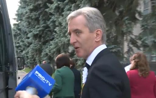 Лянкэ и Армашу сбежали от журналиста, спросившего про решение ЕС остановить финансирование Молдовы (ВИДЕО)