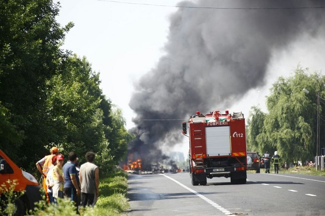 В Сынжерейском районе загорелся бензовоз: с огнём боролись 6 пожарных машин