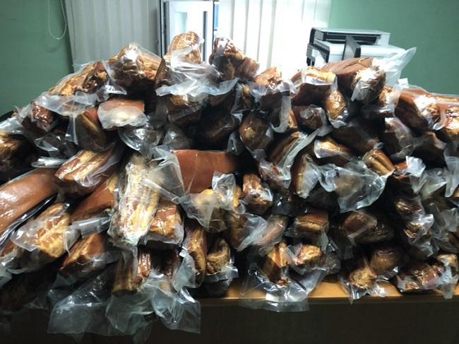 Водители автобуса рейса Москва-Кишинёв пытались ввезти в Молдову более 500 кг свинины (ФОТО)