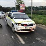 Пьяный мотоциклист влетел в машину полиции