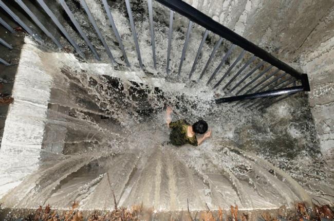 Made in Moldova: столичные новострои во время дождя заливает сверху донизу (ВИДЕО)