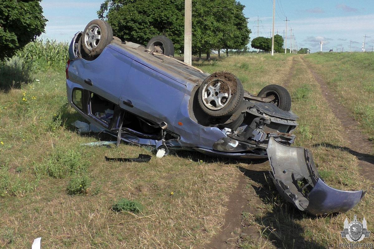 ДТП в Приднестровье: машина с женщиной за рулем перевернулась на крышу (ФОТО)