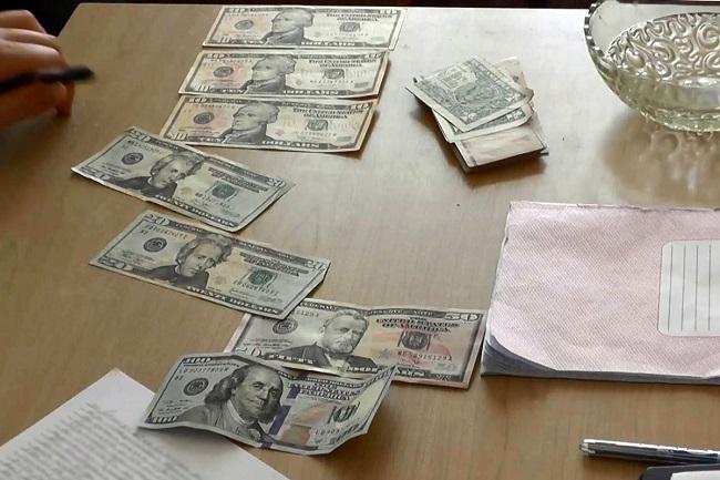 Зачёт за взятку: преподаватель приднестровского университета получал от студентов деньги в контрольных работах