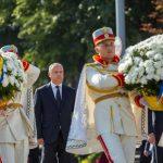 Игорь Додон возложил цветы на мемориале «Вечность» и к памятнику Штефану чел Маре (ФОТО)