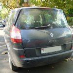 В Тирасполе водитель водитель врезался в припаркованную машину и сбежал