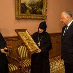 Супруги Додон подарили Жапскому монастырю икону, привезенную президентом со Святой Горы Афон