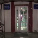 Несовершеннолетний кишинёвец разбил окно и забрался в салон красоты, чтобы переночевать там (ВИДЕО)