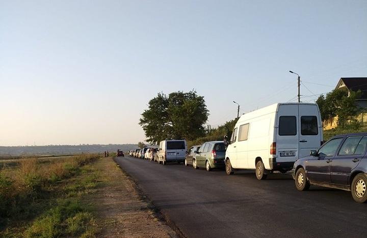 На молдавских КПП снова очереди: сотни машин стоят в направлении выезда из страны (ФОТО, ВИДЕО)
