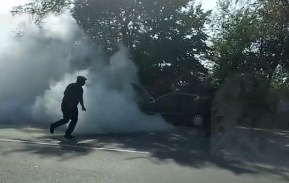 В Ставченах Mercedes загорелся во время движения (ВИДЕО)