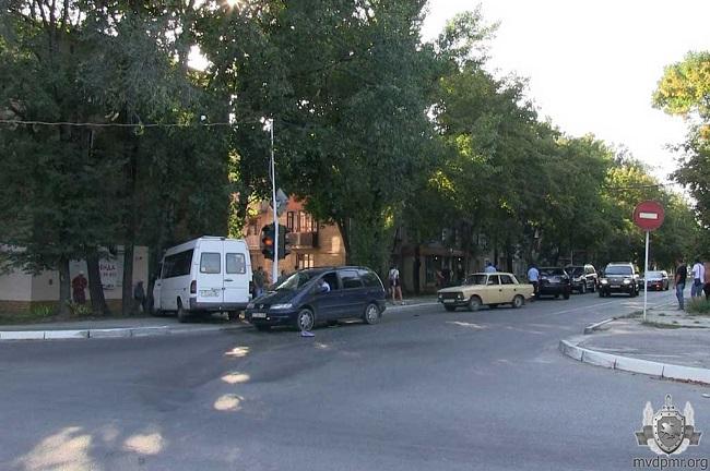 Автоледи на Lexus не уступила дорогу и врезалась в маршрутку: 7 пассажиров и сама виновница ДТП получили травмы (ФОТО)