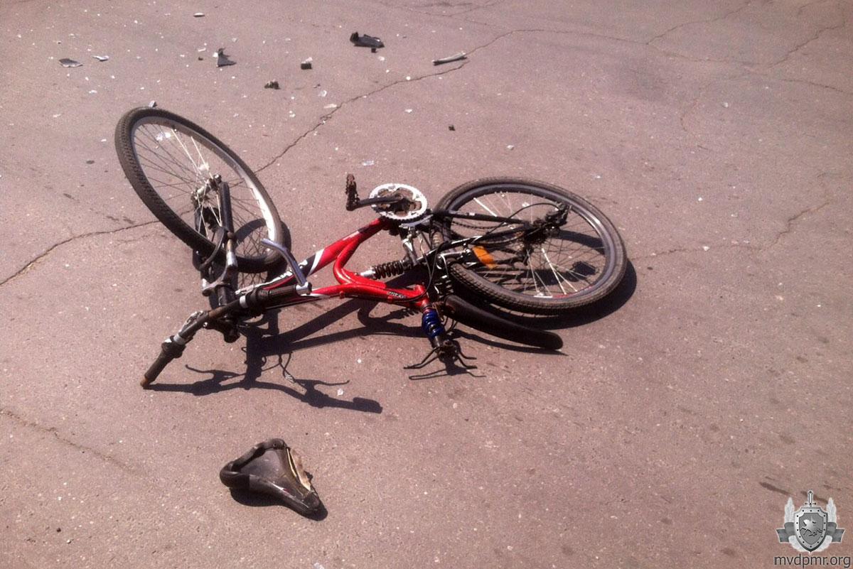 Велосипедист оказался под колесами машины в Рыбнице (ФОТО)