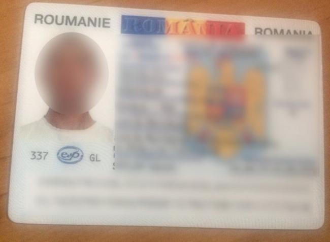 Два молдаванина на границе попались с фальшивыми румынскими паспортами