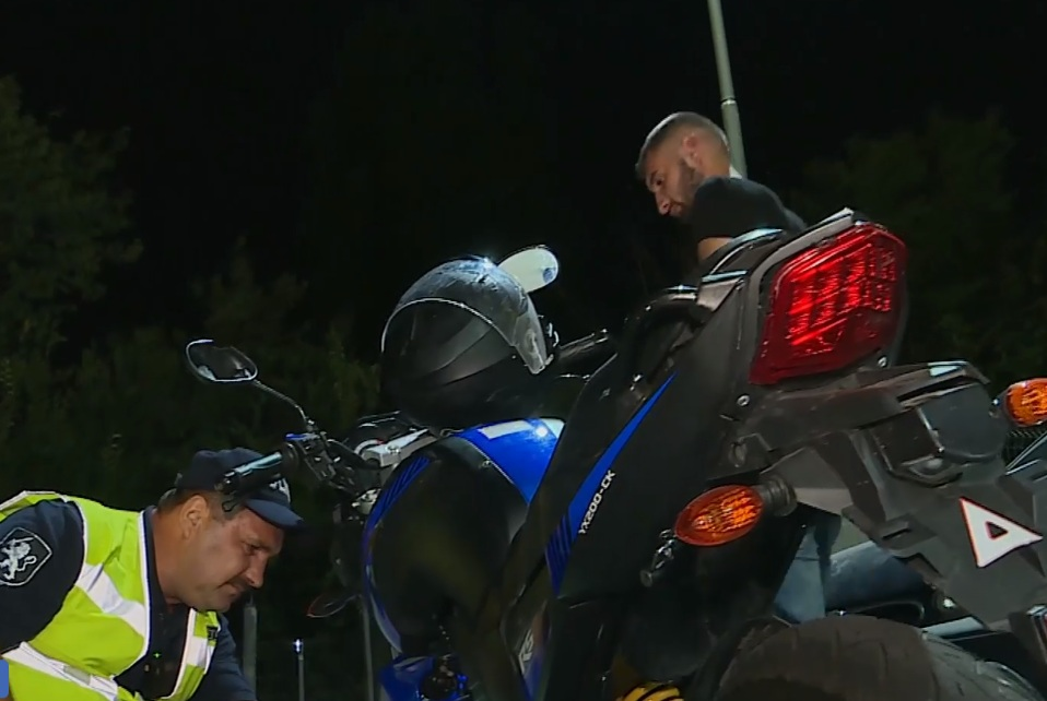 Пьяный и без прав мотоциклист пойман в Кишиневе минувшей ночью (ВИДЕО)