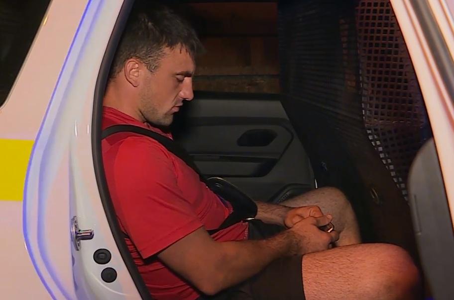 Принимающий наркотики прямо в машине мужчина задержан столичной полицией (ВИДЕО)