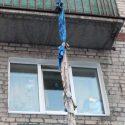 """Нетрезвый тираспольчанин упал, """"уходя"""" из гостей через окно по связанным простыням"""