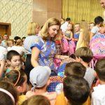 """Еще 700 школьных рюкзаков от фонда Первой Леди """"Din Suflet"""" нашли своих хозяев – будущих первоклашек (ФОТО)"""