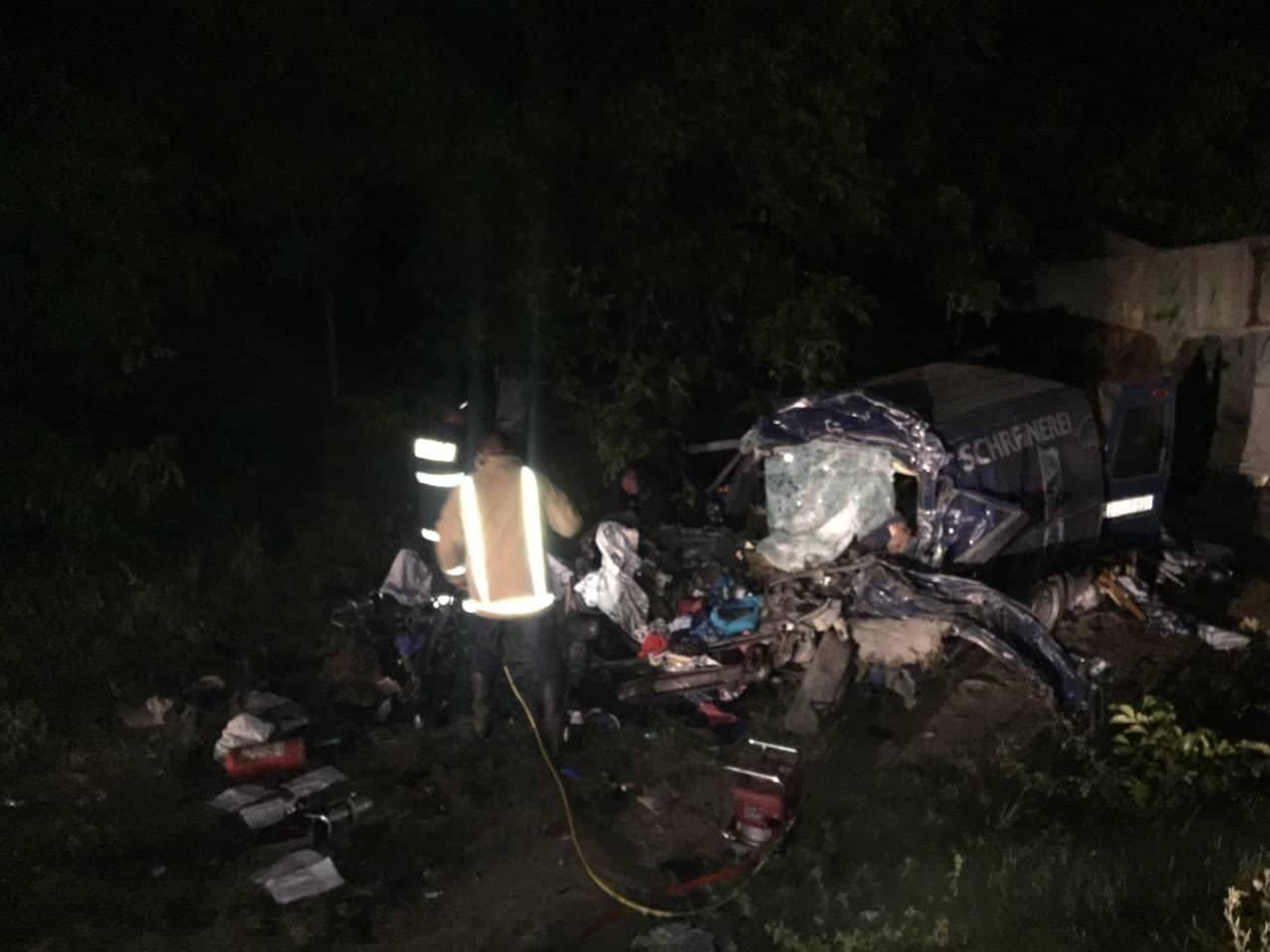 В жутком ДТП в Штефан Водэ три человека погибли, 13 ранены, в том числе ребенок (ФОТО)