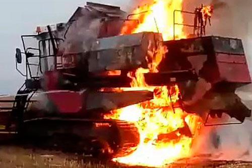 В Слободзее комбайн сгорел почти дотла во время сбора урожая