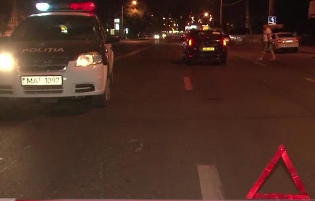 Нетрезвый пешеход-нарушитель был сбит ночью в Кишиневе (ВИДЕО)