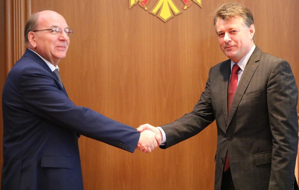 Новый посол России в Молдове передал в МИДЕИ копии верительных грамот