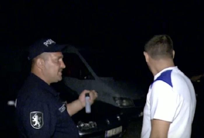 Пойманный изрядно пьяным в Кишиневе водитель пытался подкупить полицейского (ВИДЕО)