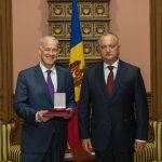 Додон присвоил Орден Почета завершающему свою миссию послу ОБСЕ в Молдове